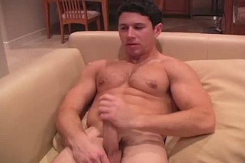 This darksome Haired strong lad Enjoys His jack off