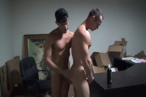8b Muscle Slab Gives A bareback Creampie