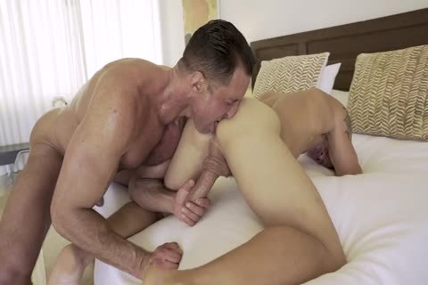 LE Brent Everett Flip-pounds With Nick Capra